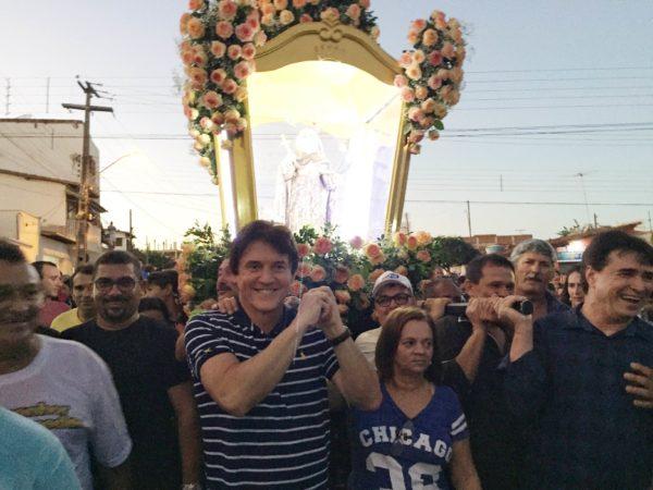 22.05 Robinson participa de procissão em Santa Cruz  - Foto Fernanda Andrade