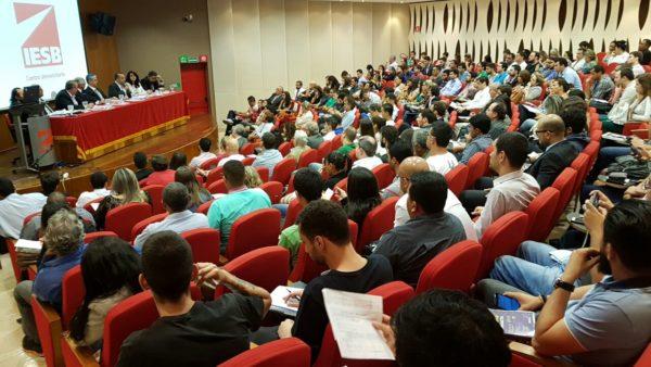 Rogério em debate no Iesb (1)